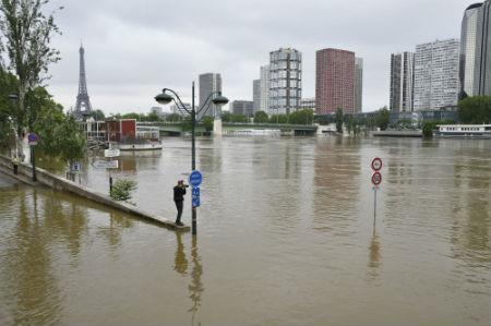 paris floods 450